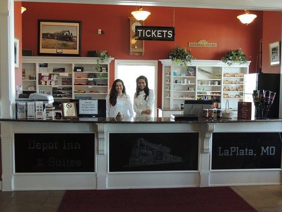 La Plata, MO: Front Desk of Depot Inn & Suites