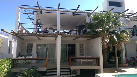 Villa Vista Guesthouse : view of from our balcony onto other balconies & dining area