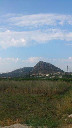 Asini, Yunanistan: Wzgórze z Koścółkiem z drogi do Drepano