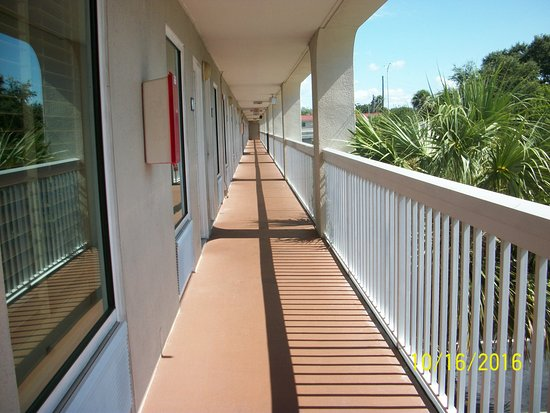 Hampton Inn Clearwater Central: Outside of Room 235