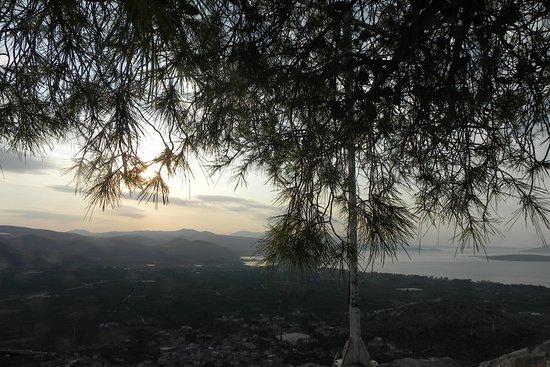 Asini, Yunani: Wschod słońca na wzgórzu
