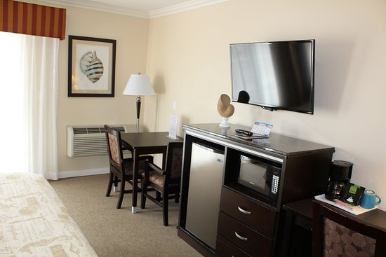 Ocean Surf Inn & Suites: Amenities found in all of our rooms. Refrigerator, Microwave, Coffee Maker, Flat Screen TV