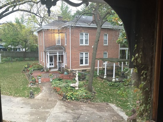 Belmont Hill Victorian Bed and Breakfast: Breath taking property!
