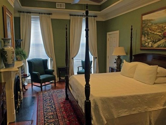 Savannah Bed & Breakfast Inn : The Wesley, a welcome addition with luxury bathroom