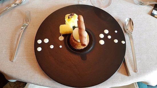 Saleilles, Francia: Fondant au caramel au beurre salé glace à la pinacotta et ananas aux épices