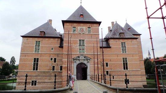 Vooraanzicht kasteel te Turnhout