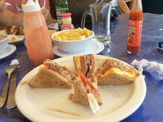 Juicy's Restaurant: Club sandwich