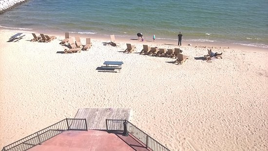 BEST WESTERN PLUS Dockside Waterfront Inn: Patio (at bottom) & Beach