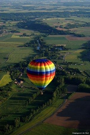 Lunay, France : vols en montgolfière au dessus de la Loire
