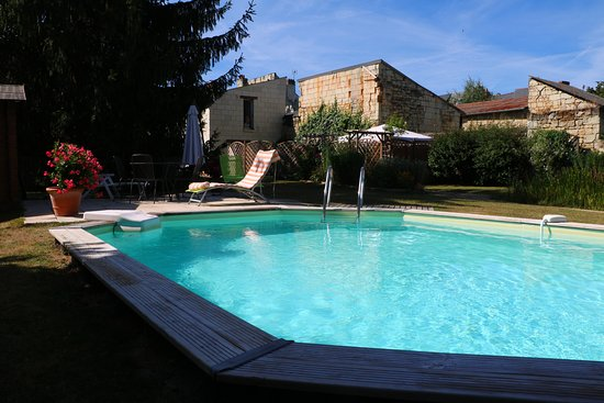 Gite La Samsonelle: The pool enjoys the sun all day long