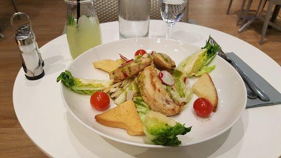 """Saint Herblain, Γαλλία: Salade caesar et boisson """"lemon nana""""."""