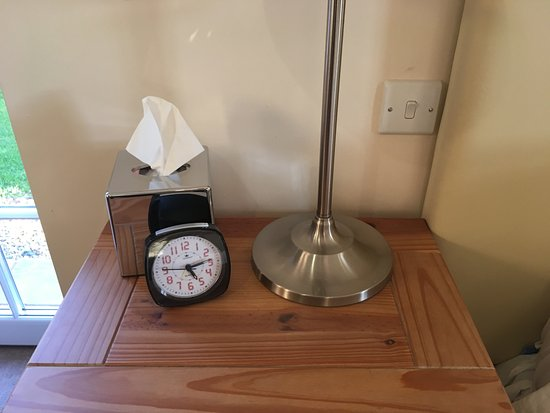 Wettenhall, UK: Even provide an alarm clock that is easy to use