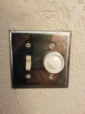 Plymouth, MN: Filthy nonworking light switches
