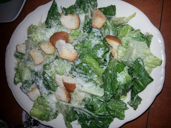 Summerland, Canadá: Caesar salad that came with the feast for 2