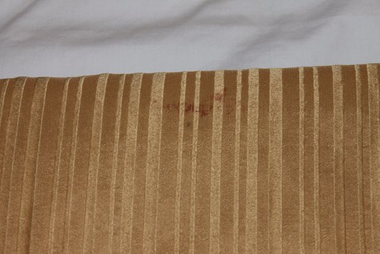 Quality Inn Statesville: Red stain on the end of the bed cover decoration