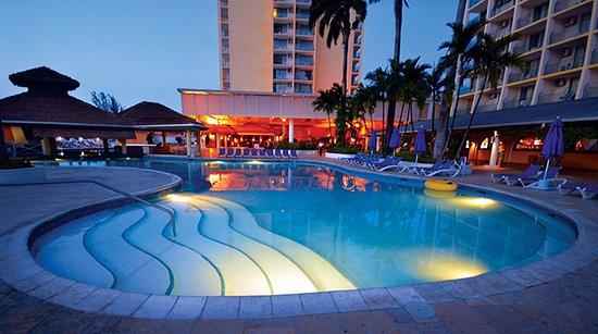 Sunscape Splash Montego Bay: Pool shot at night