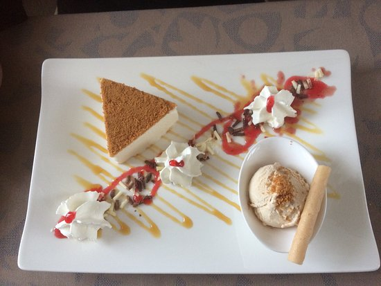 Porrentruy, สวิตเซอร์แลนด์: Desserts delicieux! Présentation soignée! Beaucoup de chantilly avec le moelleux selon demande d