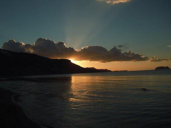 Bitzaro Palace Hotel: Sun Rise at Kalamaki Beach