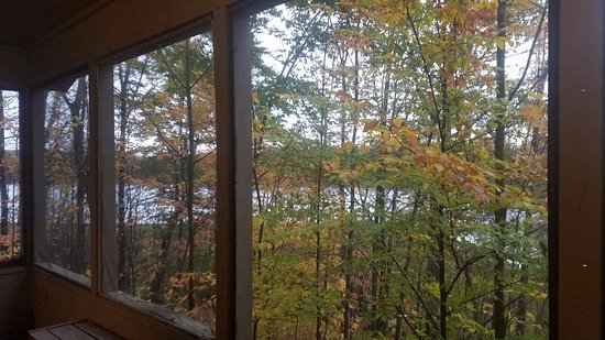 Punderson Manor Lodge and Conference Center: nice view,right behind the lake