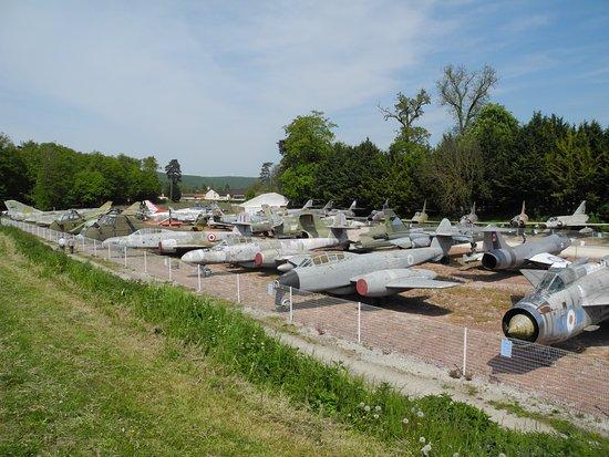 Savigny-les-Beaune, France: une cimétière des belles machines