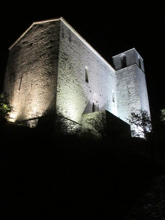Grand Hotel Bain: View of Chapelle Saint Andre at night