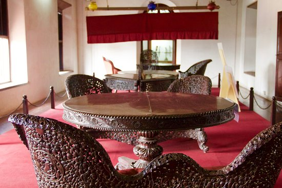 Arakkal Museum: Royal Furniture