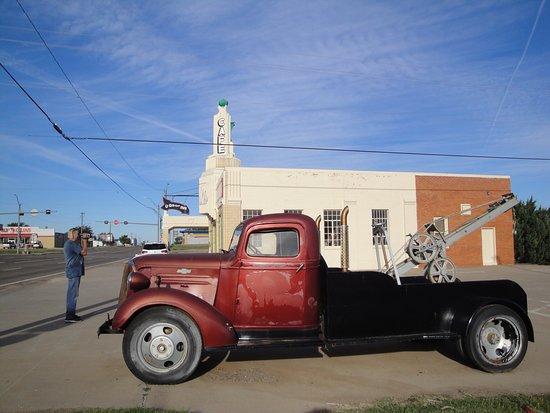 """Shamrock, Teksas: CC and """"Tow Mater"""""""