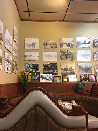 Belvidere, IL : Classic diner decor and great portions for the price with friendly service