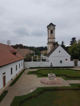Oroszlany, ฮังการี: A kolostor ablakából kilátás