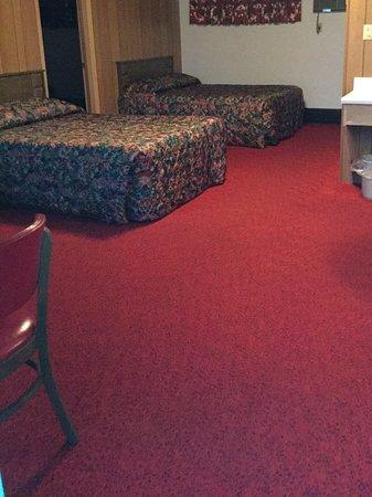 Ironwood, MI: Spacious rooms that sleep up to 8 people