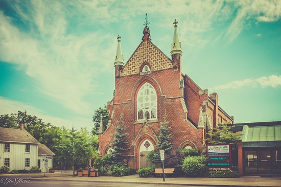 Streetsville: Church at the end of street