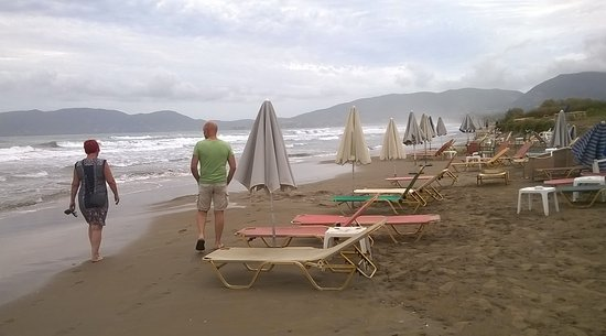 Bitzaro Palace Hotel: Kalamaki Beach after rough night