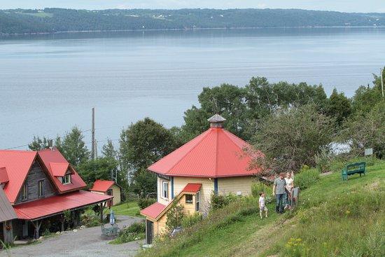 Saint-Fulgence, Canada : Vous pouvez visiter la ferme via le parcours découverte!
