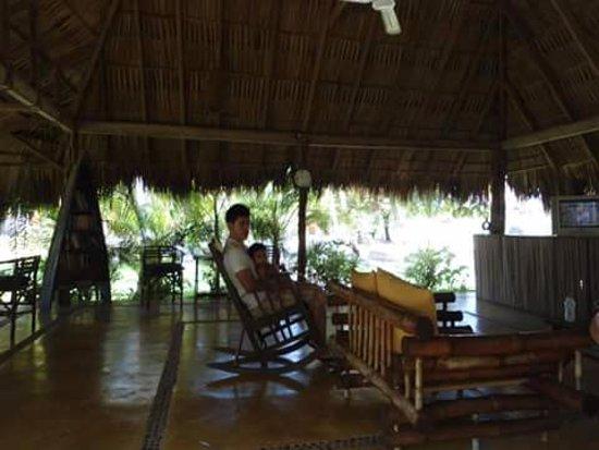 Villa Don Manuel: El area cuenta con algunas cosas especiales, libros TV y sillas para realmente descansar.