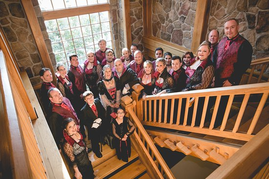 Cranbury Inn : Wide staircases provided enough space for big wedding party & great arial view