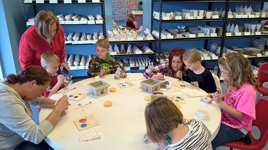 Evansville, Indiana: Paint your own pottery