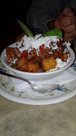 Zafferana Etnea, อิตาลี: Crostini pomodoro, basilico e ricotta salata