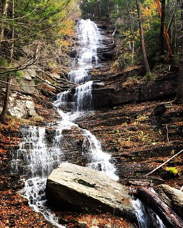 Lye Brook Falls: Beautiful falls