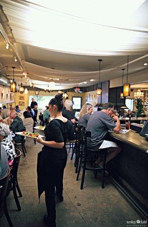 Los Olivos, Kaliforniya: Interior at lunch time.
