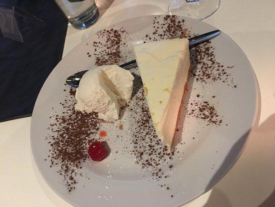 Storms River, Südafrika: Cheese cake with ice cream