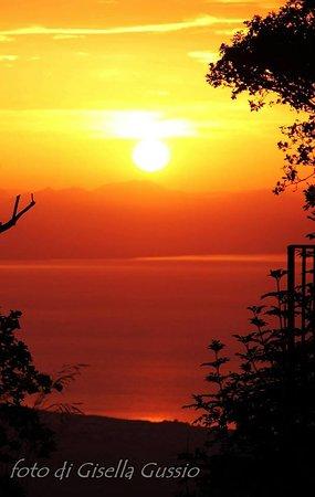 Gratteri, Italia: i fantastici tramonti che si possono ammirare comodamente seduti a tavola