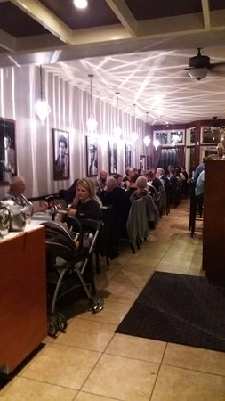 Giannfranco's Trattoria L: Full house....I had to wait to be seated!