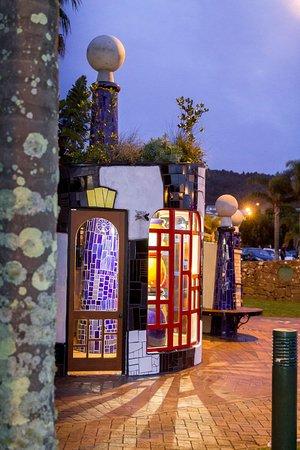 Whangarei, Nova Zelândia: Te Kākano, front view at dusk
