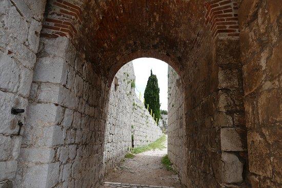 Клис, Хорватия: Крепостные проходы
