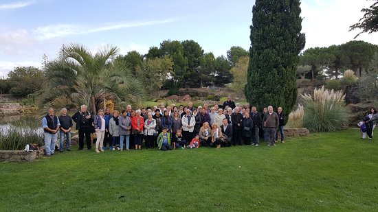 Servian, France: Groupe du comité des fêtes des Tourrettes en visite du jardin de st Adrien