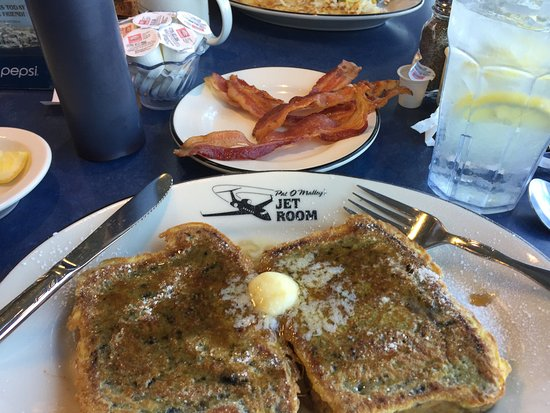 Pat O'Malley's Jet Room Restaurant: Great blueberry french toast!