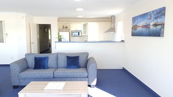 Breakwater Apartments: Lounge/Kitchen