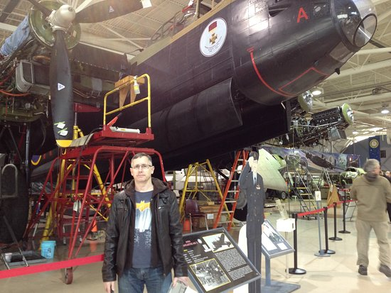 Mount Hope, Canadá: Beside the Canadian Lancaster - only 2 still fly in the world, 1 is in UK while the other here!