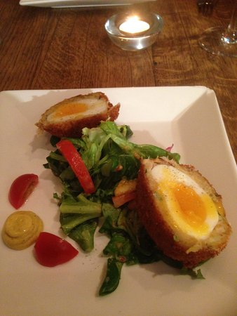 Бакингем, UK: Crispy melt in the mouth Haddock scotch egg