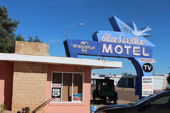 Blue Swallow Motel: Office and famous neon sign